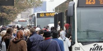 transportul-in-comun-blocat-la-ramnicu-valcea-din-cauza-protestelor-soferilor-regiei-de-transport-86378