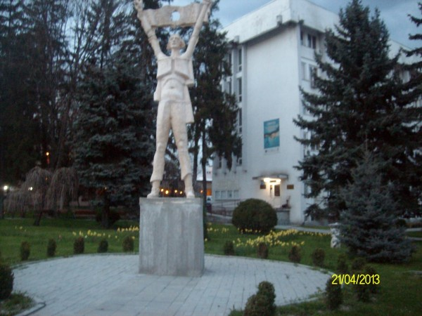 statuie revolutionar