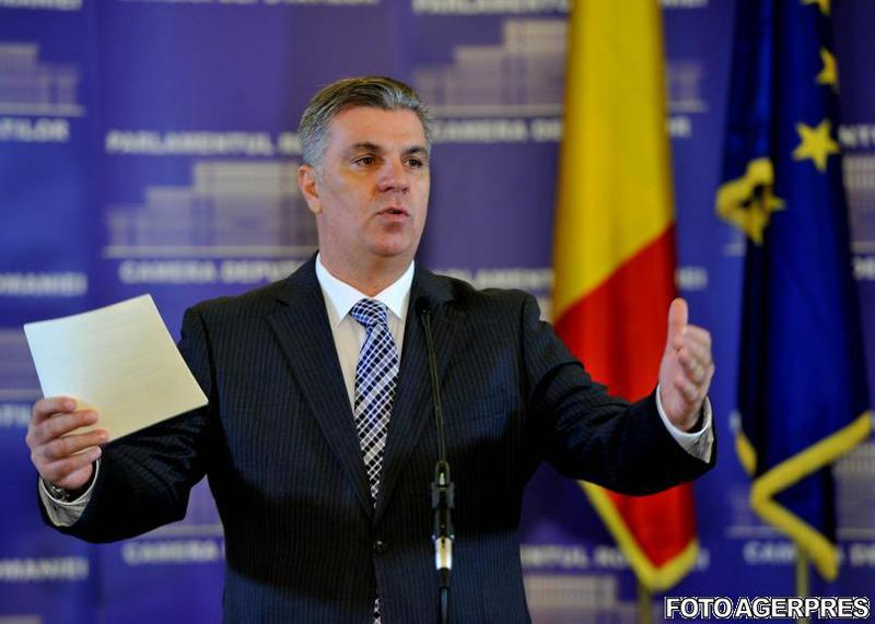 image-2013-12-10-16175877-41-valeriu-zgonea-fost-maestru-ceremonii-ziua-cea-mai-controversata-parlamentului