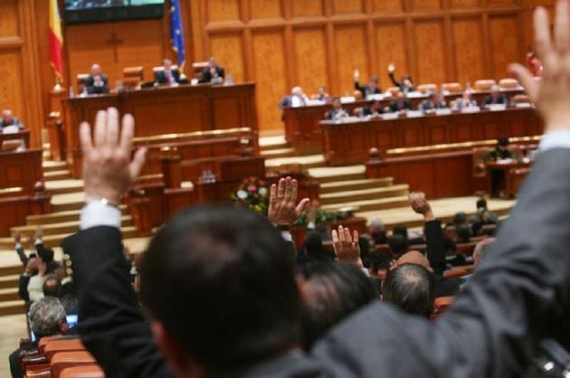 parlamentari-cu-mana-sus
