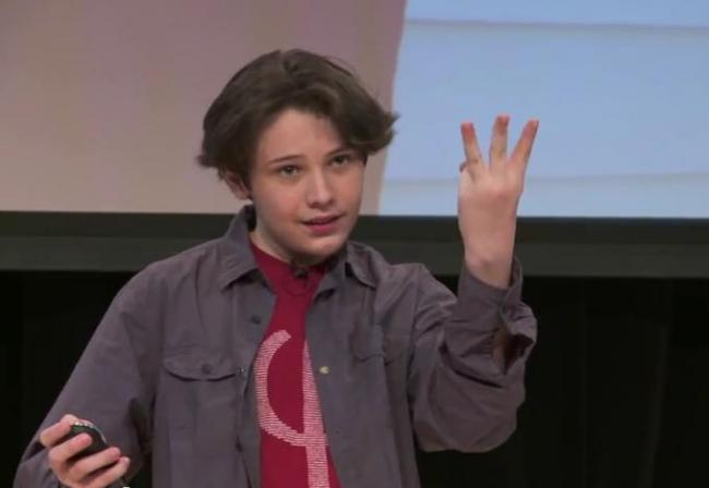 un-baietel-autist-poate-castiga-nobelul-micul-einstein-pustiul-genial-care-contrazice-teoria-relativitatii-video-18452300