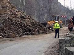 statiunea-voineasa-izolata-dn-7a-este-blocat-total-din-cauza-aluviunilor-18489002