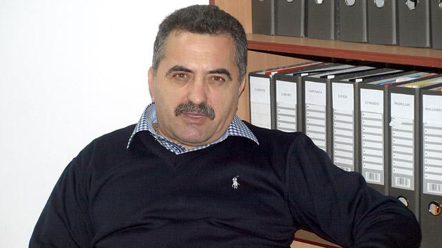 """""""Vrabia"""" Ion Nicolae visează la """"mălaiul"""" constructorilor de la Ocnele Mari"""