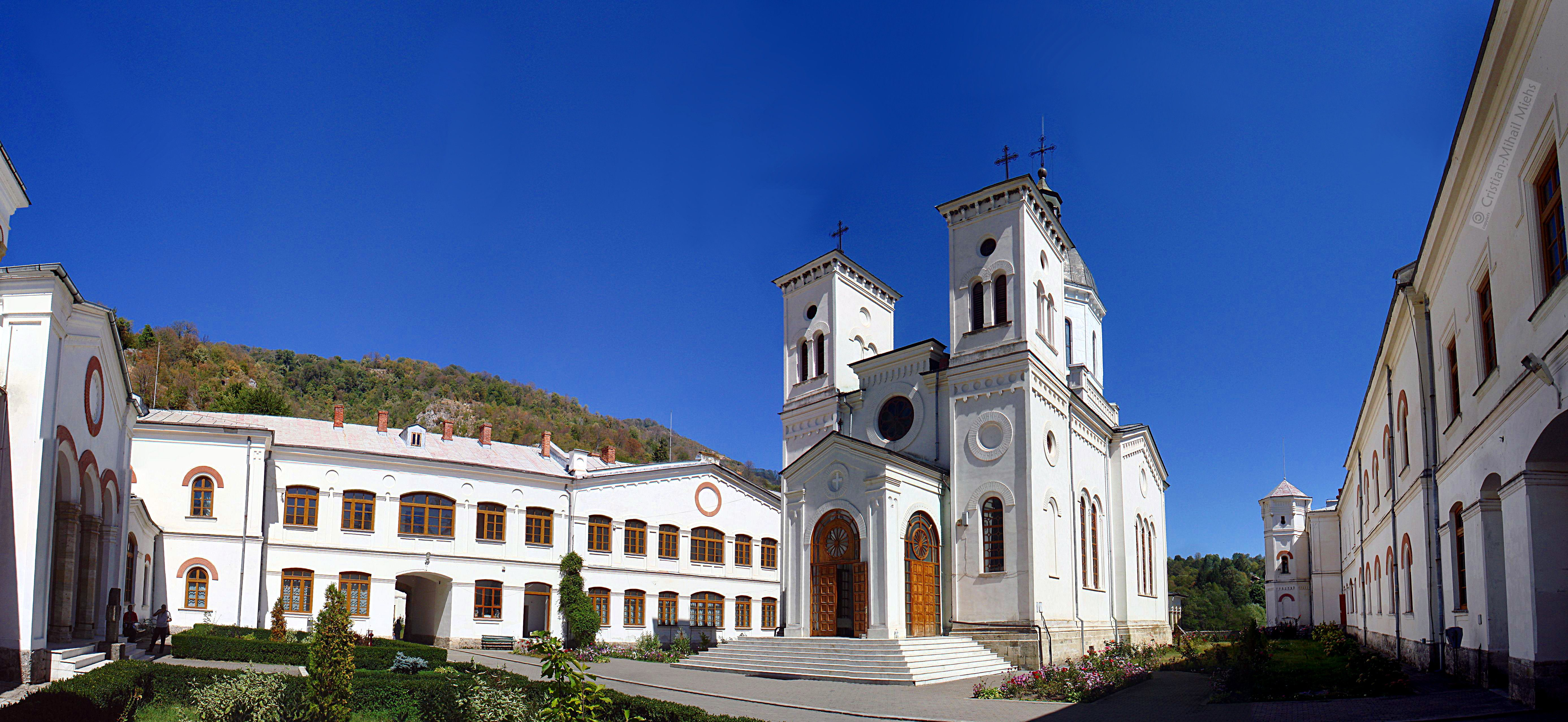 Manastirea_Bistrita-Valcea-vedere_de_ansamblu