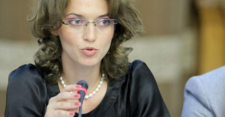 Nesimțita liberală Alina Gorghiu vrea să le ia banii bolnavilor de cancer! AVEM DOVADA!