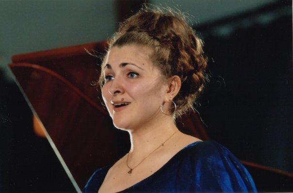 andreea-soare-soprana-romanca-adorata-de-francezi-imi-doresc-ca-romania-sa-se-mandreasca-cu-mine-asa-cum-eu-ma-mandresc-cu-ea-6032
