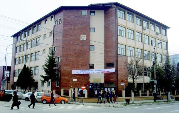 """Percheziţii la Şcoala """"Take Ionescu"""". Profesorul Ştefan Smărăndoiu: """"Nu am fost dus cu mascaţii la audieri, nu am fost reţinut şi nici arestat"""""""