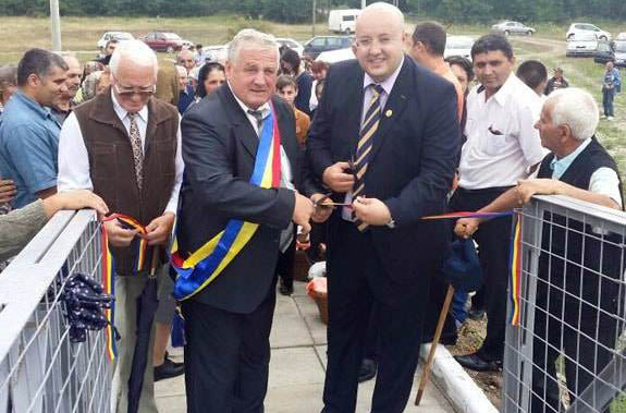 Deputatul Costi Rădulescu a participat în Tomşani la inaugurarea unei punţi pietonale