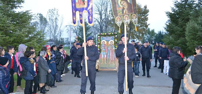 procesiune religioasa jandarmi Dragasani