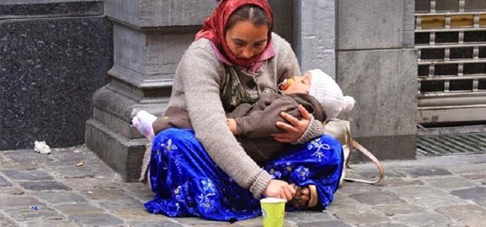 Cereşetoare-cu-copil-mic-în-braţe