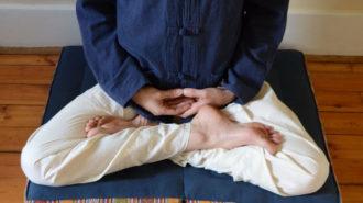 aid91616-728px-Sit-During-Zen-Meditation-Step-2