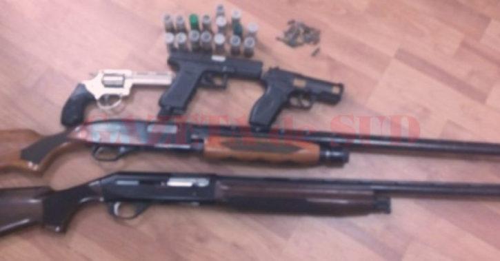 Valcenii care deţin arme şi muniţii, controlaţi de poliţişti