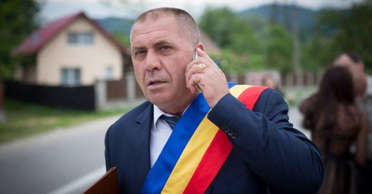Primarul Gheorghe Dumbravă are în vedere realizarea de reparații interioare la Căminul Cultural din Stoenești