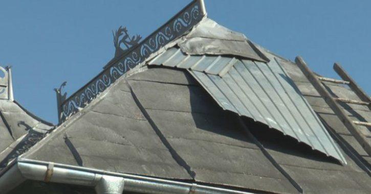 Aproape de SF. O familie din Vâlcea s-a trezit cu meteoritul în podul casei