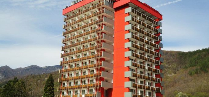 hotel-cozia-caciulata-exterior-97096