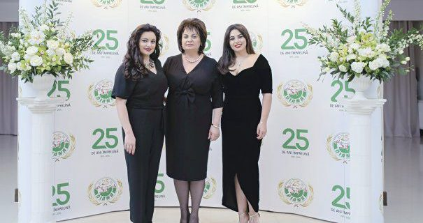 18-craciunescu-backdrop-19-605x-1