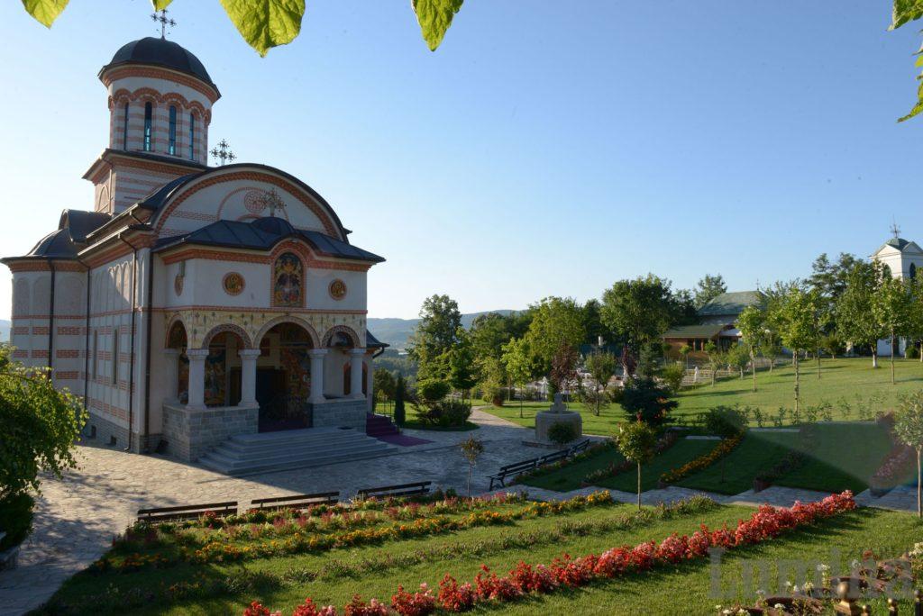 ZL-Manastirea-Antim-Valcea-1_w2000_h1335_q100
