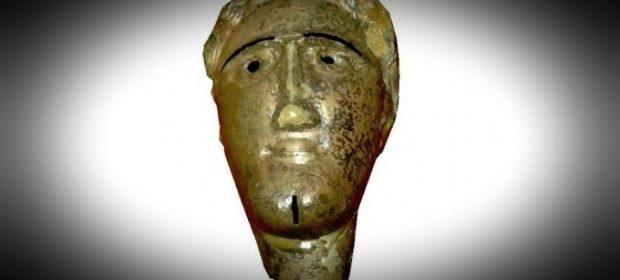 misterul-mastii-de-bronz-descoperite-la-buridava-in-valcea-teoria-suprinzatoare-a-arheologilor-508007