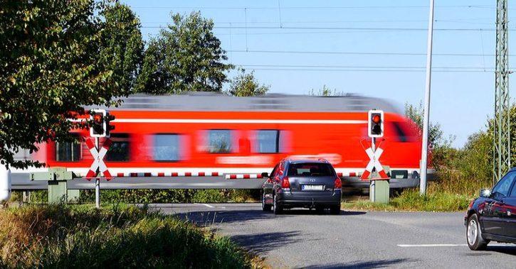 O femeie s-a aruncat în fața trenului la Tatarani. Caz șocant în Vâlcea