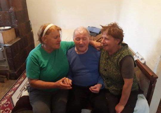 La implinirea varstei de 102 ani, veteranul Mihai Ridichie a fost premiat de primarul din Vladesti