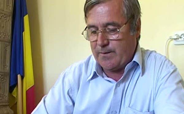 Lucrările de extindere a canalizării, realizate în procent de 95% în Zătreni, anunţă primarul Constantin Liţoiu