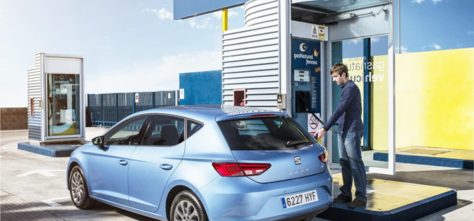 Seat_Leon_TGI_refueled_at_a_Gas_Natural_Fenosa_CNG_station