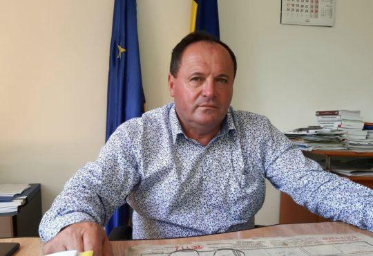 Primarul Toma Ciolacu a montat un releu de telefonie în satul Dianu care va asigura internetul în toată comuna Stroești