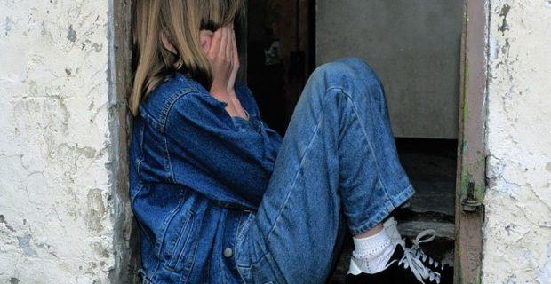 o-fata-de-13-ani-din-valcea-a-fugit-in-munti-cu-iubitul-mamei-608216