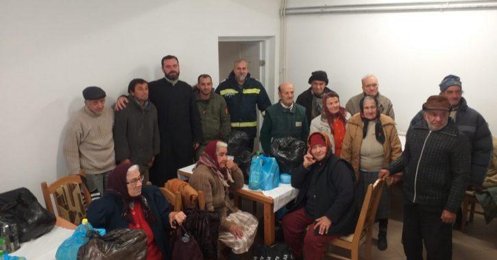 Arhiepiscopia Ramnicului: Daruri pentru bătrânii din Centrul de servicii sociale Crețeni