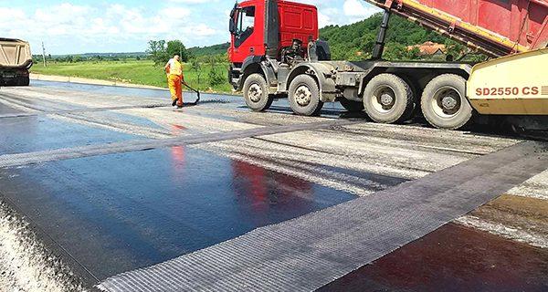 lucrari-autostrada-asfaltare-cnadnr-muncitori-1