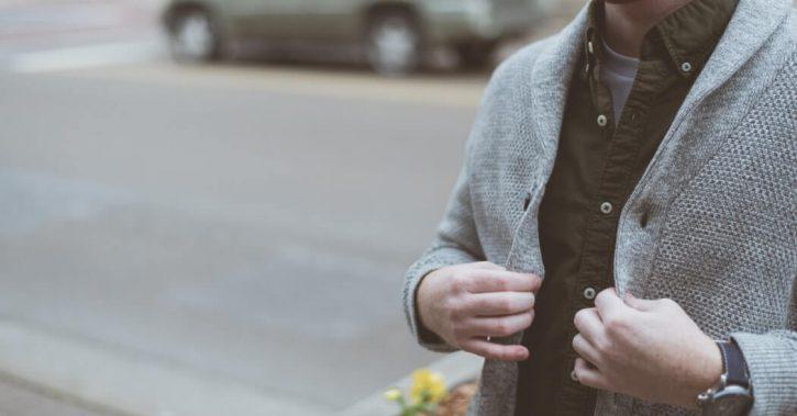 Știi cum să asortezi un pulover la diverse articole vestimentare? Află secretele unui dress code de succes