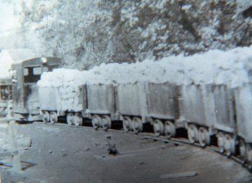 vagonet-extragere-sare-din-mina-imagine-arhiva-360x261