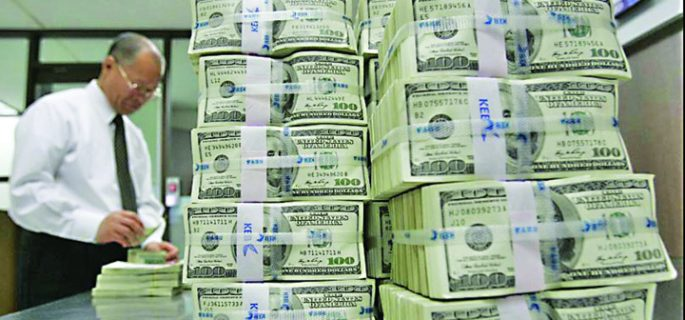 Dolari-bancnote-bani-banca-bancheri