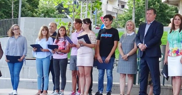 Primăria Ramnicului vrea să premieze cu 100.000 de lei elevii de la şcolile şi liceele din Râmnic care au obţinut medii de 10 la examenele de Evaluare Naţională şi Bacalaureat