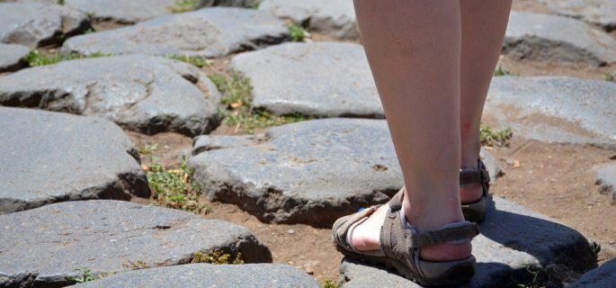 Descoperă tot ce NU se știe în Vâlcea despre istoria sandalelor!