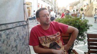 Un-jandarm-din-Valcea-s-a-sinucis-sarind-de-la-etajul-cinci-al-blocului-in-care-locuia--Barbatul-era-in-casa-cu-baiatul-sau-de-15-ani