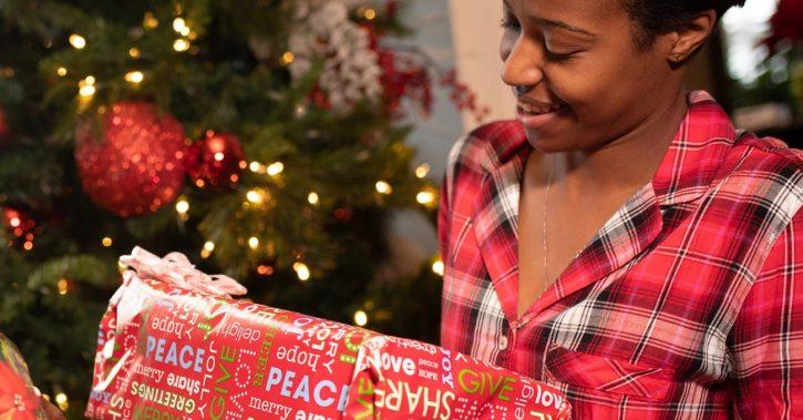 5 cadouri de sărbători pe placul femeilor elegante