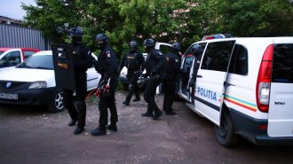 politie-mascati-perchezitii-scaled-1-1068x712