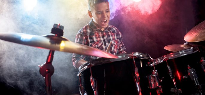 Ce beneficii poate avea cântatul la tobe pentru copilului tău Iată câteva aspecte de luat în considerare-min