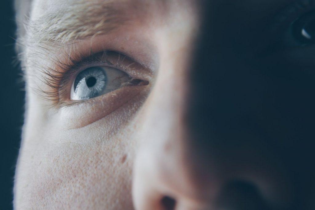 Iată 3 metode simple de a îți proteja ochii pe o perioadă lungă de timp (2)