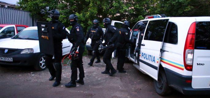 politie-mascati-perchezitii-1024x683