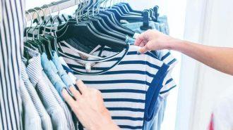 Fă-ți curat în garderobă, dar nu arunca aceste 5 piese vestimentare! Iată CE se poartă în 2021!
