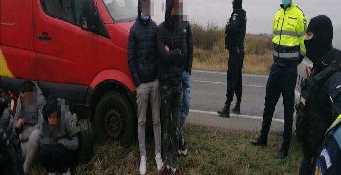 Trei bărbați, acuzați de trafic de migranți