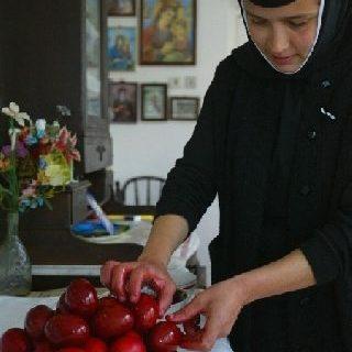 AFP-maicuta-oua-rosii-de-Pasti_medium