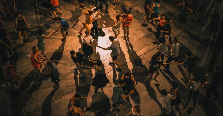 3 idei de dansuri sociale pentru orice petrecere