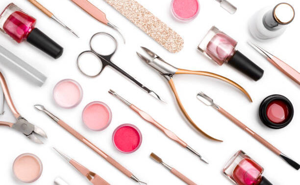 Ce sunt kit-urile moderne pentru îngrijirea unghiilor?